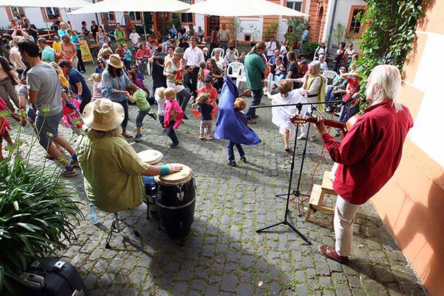 "Kinderschlossfest ""Kinder tanzen"""
