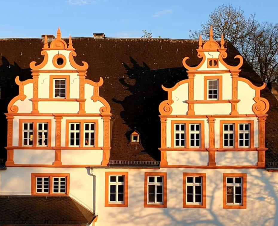 Schloss-Hungen: Markante Renaissancegiebel Innenhof